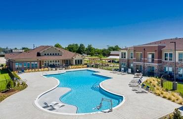 Lavon Apartments pool area